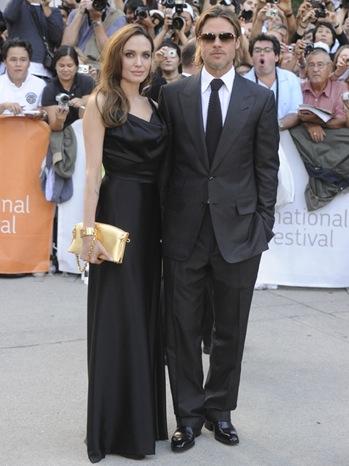 Brad Pitt, Angelina Jolie...e una borsa da 15000 dollari