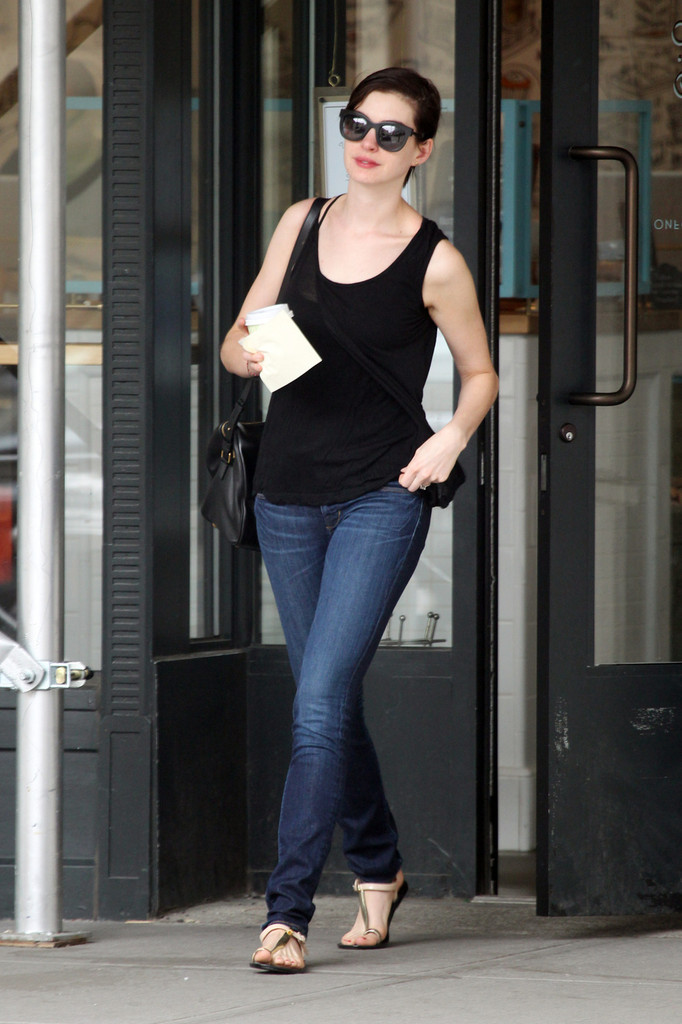 Anne Hathaway: new look