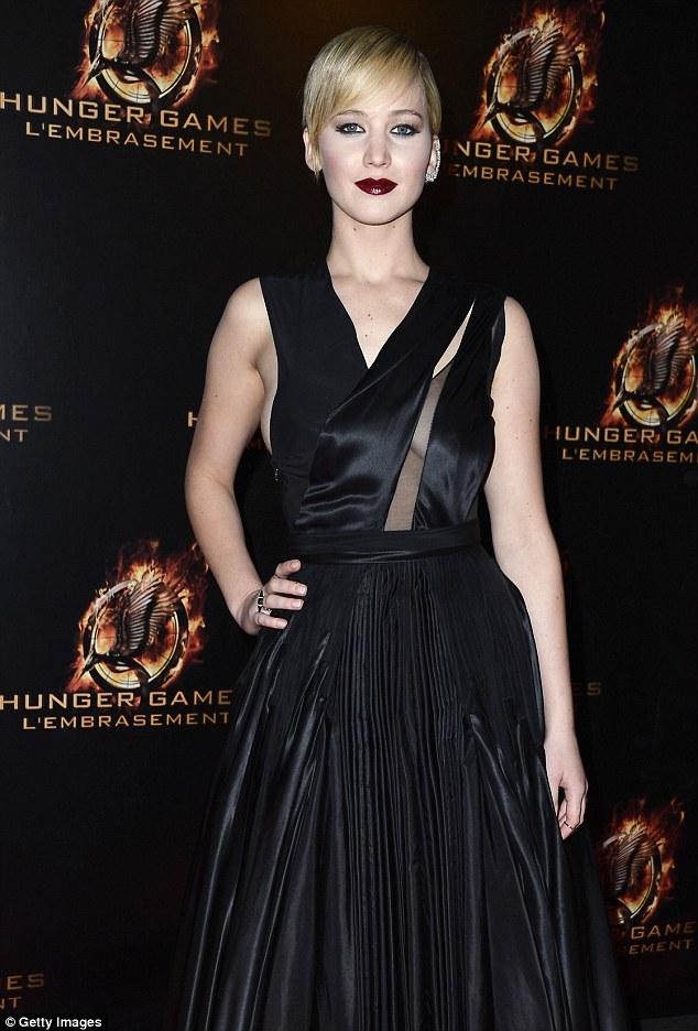 Jennifer Lawrence sexy alla premiere di Parigi