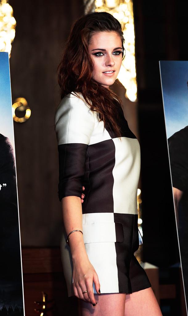 Kristen Stewart alla premiere di Tokyo di The Twilight Saga: Breaking Dawn - parte 2 (4 di 7)