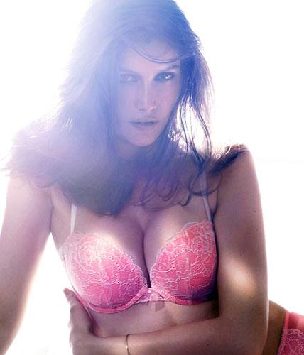 Laetitia Casta sexy ed in lingerie per H&M - 2