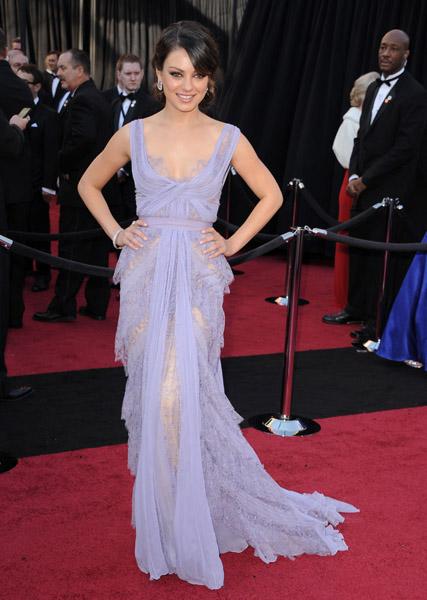 Mila Kunis - Red Carpet Oscar 2011