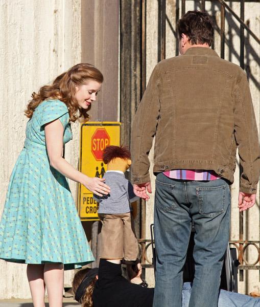 Jason Segel e Amy Adams sul set del film sui Muppet (Novembre 2010)