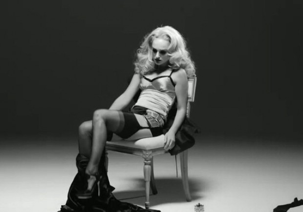 Striptease d'autore per Natalie Portman