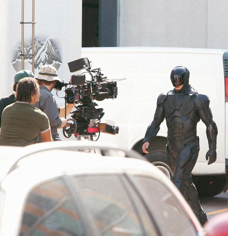 Joel Kinnaman nei panni di RoboCop - 2