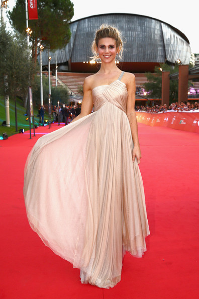 Nicoletta Romanoff sul red carpet di Soap Opera