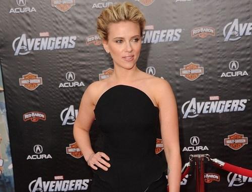 Scarlett Johansson sul Red Carpet della prima di The Avengers