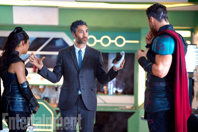 Thor: Ragnarok: Taka Waititi, Chris Hemsworth e Tessa Thompson